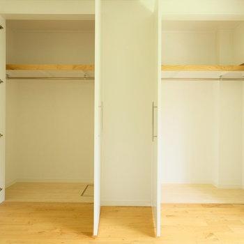 洋室には大きな収納が2つもあるのです!