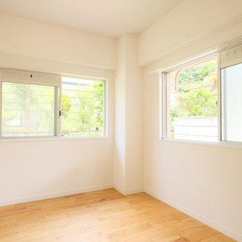玄関横にも洋室が!こちらも2面採光なのです。※写真は前回募集時のものです