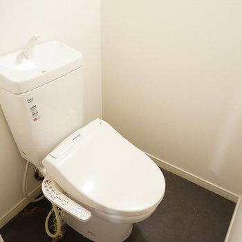 トイレは新しく、ウォシュレット!