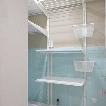 こちらは洗濯機置き場兼収納スペース。す、すごい…!