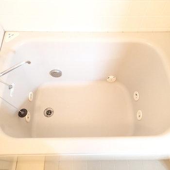 なんと浴槽にはジャグジーが!