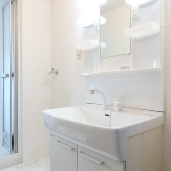 独立洗面台もかなりキレイになっています※前回募集時の写真です。
