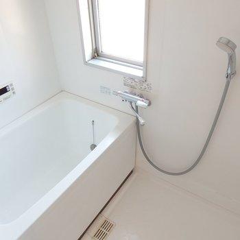 お風呂も新品とまではいかないもののキレイです※前回募集時の写真です。