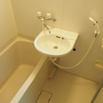 お風呂は2点ユニット