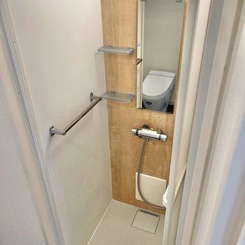 シャワールームにも優しい木の質感が。