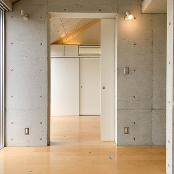 【LDK】扉を開けると、隣にももう一部屋あります。