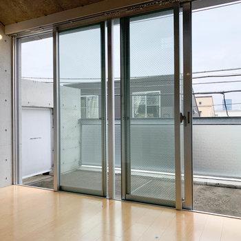 【LDK】大きな窓があり、採光も中々。