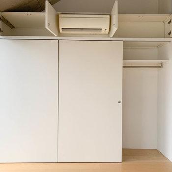 【洋室】右まで、扉3枚分クローゼットになっています。