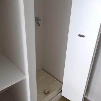 洗濯機置き場が隠れています※写真は4階の同間取り別部屋のものです