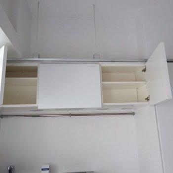 真ん中は換気扇なので開きません※写真は4階の同間取り別部屋のものです