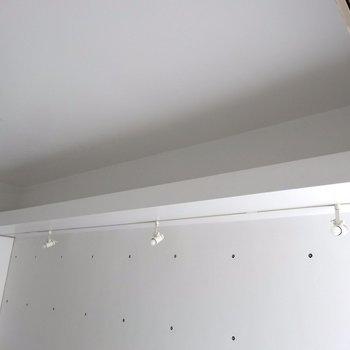 頭上のスペース、有効活用したいですね※写真は4階の同間取り別部屋のものです