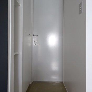 玄関はこんな感じ※写真は4階の同間取り別部屋のものです