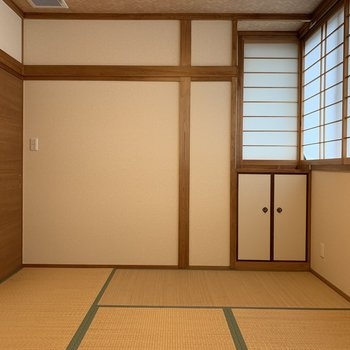 天井も和室の雰囲気を壊さない柄になってますよ!