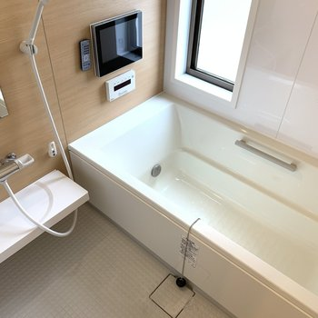 毎日のお風呂もついつい長風呂になってしまいそうなTV付きです!
