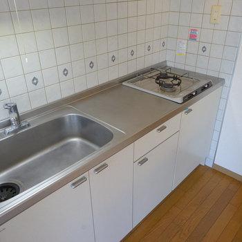 キッチンはリニューアルを!※写真は工事前です
