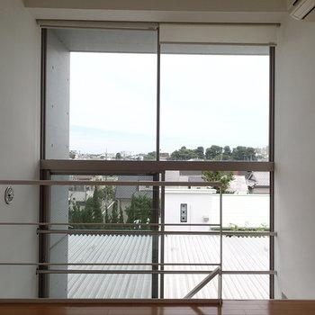 1階から続く窓。大きいくて気持ちいい