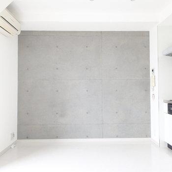 白にコンクリート。潔い