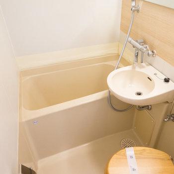 お風呂は水栓を交換してアクセントシートを!
