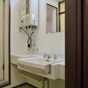 洗面台はこんな感じ