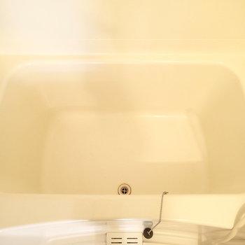 浴槽の広さはまずまずといったところ※写真は1階の同間取り別部屋のものです