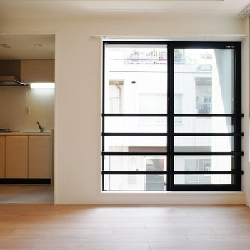 ドアの向こうはキッチン!※写真は前回募集時のものです