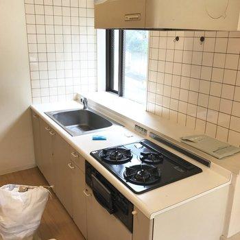 キッチンはシンプルだけど広々使えそう!※写真は前回募集時、クリーニング中のものです。