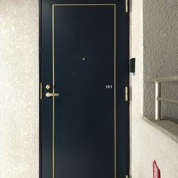 ネイビーの扉