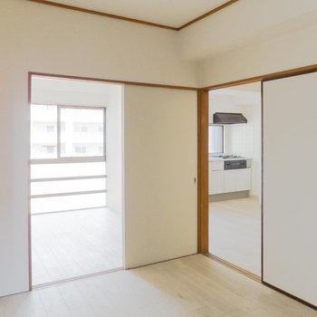 【6帖洋室】すべての居室からほかの居室に移動できます。※写真は通電前のものです
