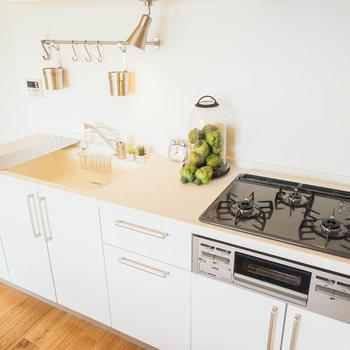 キッチンはゆったり3口ガスで使い勝手◎※写真はイメージです