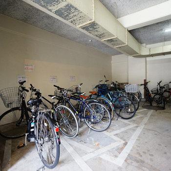 駐輪場や駐車場もありました!