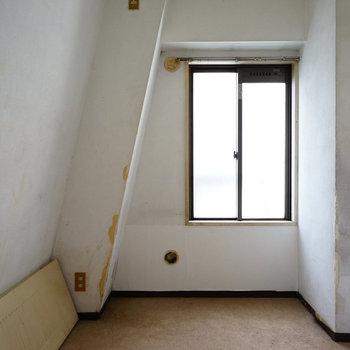 玄関横の寝室にも窓!※写真は工事前です