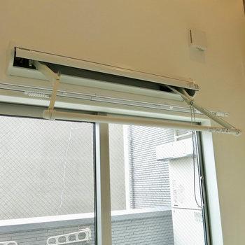 紐を引くと室内物干しが出てきます