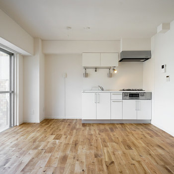 【イメージ】オークの無垢床を使った心安らぐゆったりリビングです