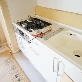 新品キッチンきました!※写真は工事中です