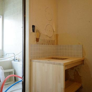 洗面台もちゃくちゃくと作っていきます※写真は工事中です