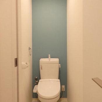 トイレにも差し色を ※写真は別部屋