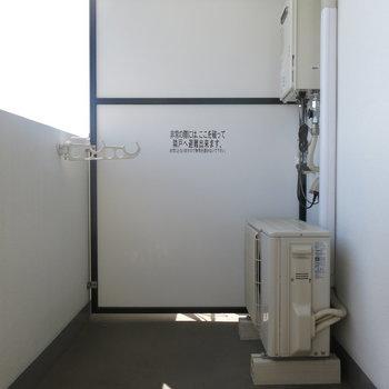 べランダはこんな感じ。陽当たり良いのがわかりますね!※写真は7階の反転間取り別部屋のものです