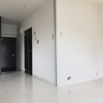 水回りはこのドアの中※前回募集時の写真です。
