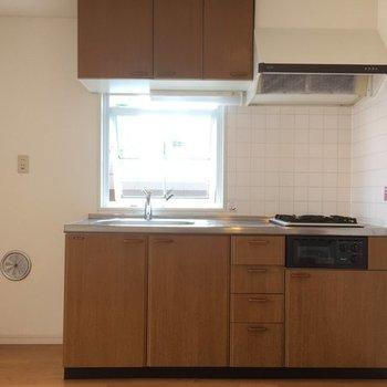 ブラウンに包まれたキッチン(※写真は別部屋)