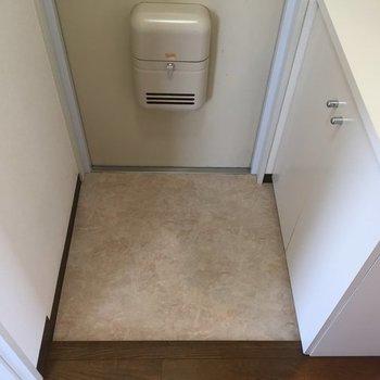 玄関はふつう(※写真は別部屋)