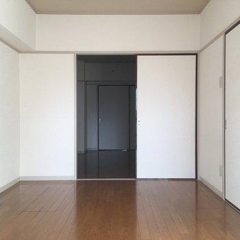 襖を開けて、2つのお部屋からです