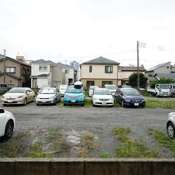 眺望はこんな感じです、駐車場。