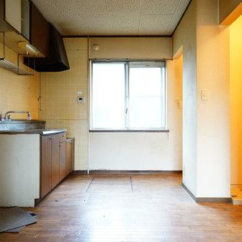 キッチン横に窓も嬉しい!※写真は工事前です