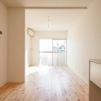 明るい無垢床で明るく◎※写真はイメージです