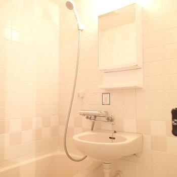 お風呂は2点ユニット!タイルがいいカンジです