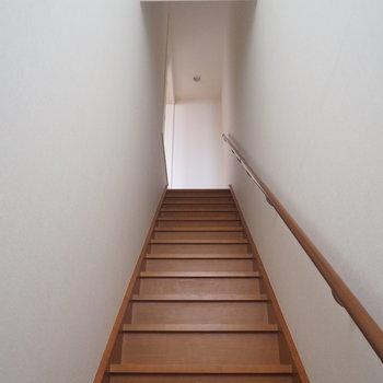 玄関を入っていきなり階段です