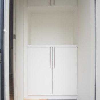 玄関とリビングはドアで区切れます※写真は前回募集時のものです