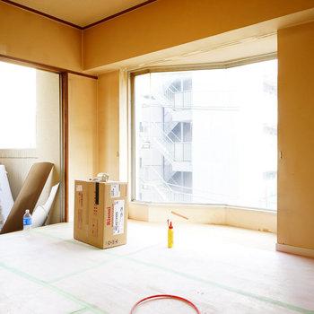寝室の窓が特徴的!※写真は403号室工事中です