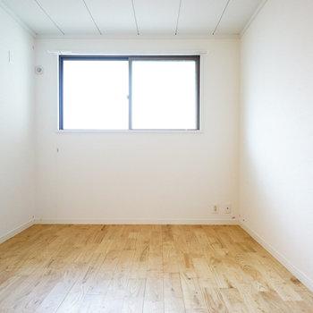 寝室は廊下を挟んでしっかり分かれます