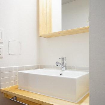 洗面台は大工さんお手製のものに♪